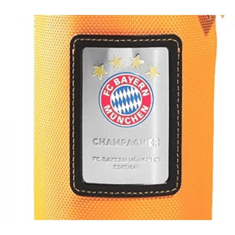 Veuve Clicquot Champagner im Neoprenanzug FC Bayern Edition Ice Jacket 0,75 Liter