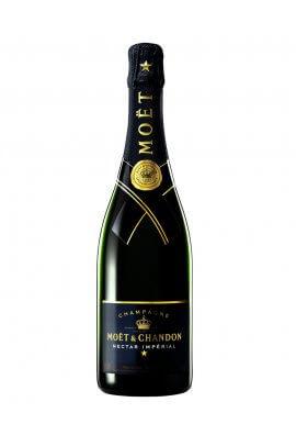 Eine wahre Offenbahrung für die Sinne, der Moet Chandon Nectar Imperial. Die Assemblage und Dosierung wird von der Pinot Noir-Rebe dominiert. Weich und Samtig, ein zugleich reiner und sinnlicher Champagner, dessen Fülle die Sinne in Wallung bringt.